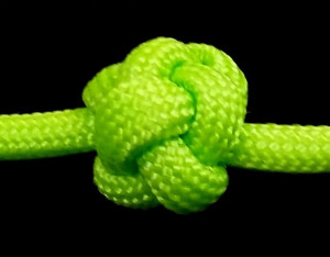 button knot from paracord knots on youtube cropped